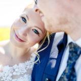 Braut lächeln Kamera Fotos
