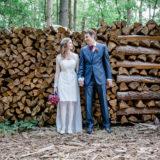Hochzeitsfotografie Brautpaar Wald Holz