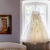 Hochzeitsfotos Brautkleid hängend